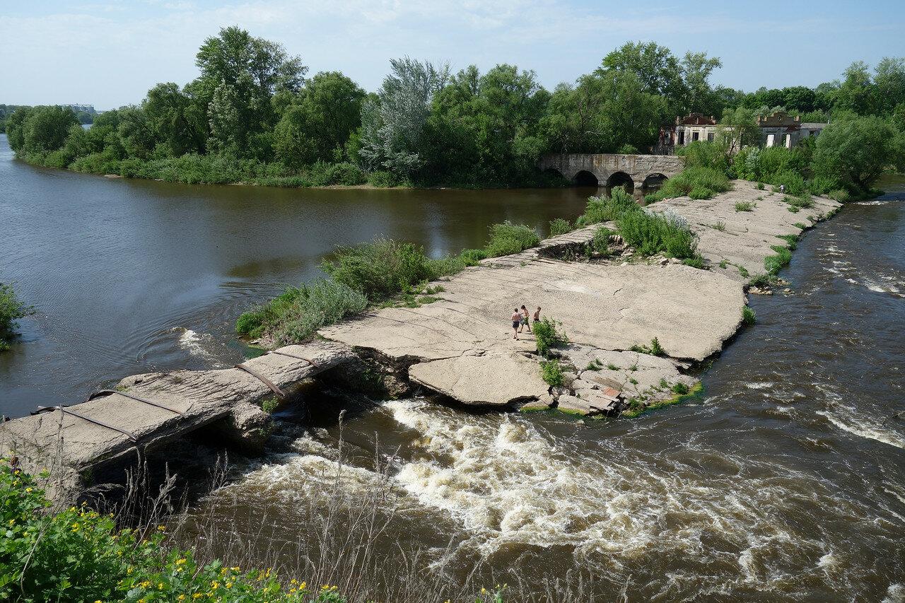 плотина бывшей ГЭС у села Троекурово