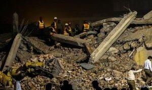 После землетрясения в Пакистане произошло обрушение фабрики