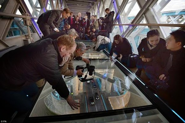 В Лондоне открывается прозрачный мост с видом на реку Темза 0 12cfa1 2fe50330 orig