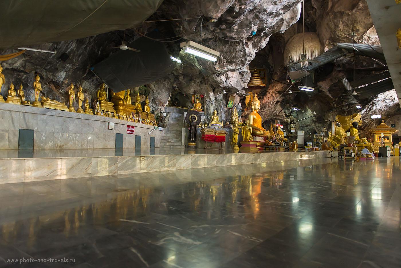 Фото 5. Храм Wat Tam Suea в провинции Krabi, куда мы попали во время самостоятельного отдыха в Таиланде (2000, 26,f/2.8, 1/125, съемка с рук, штатив оставил в машине)
