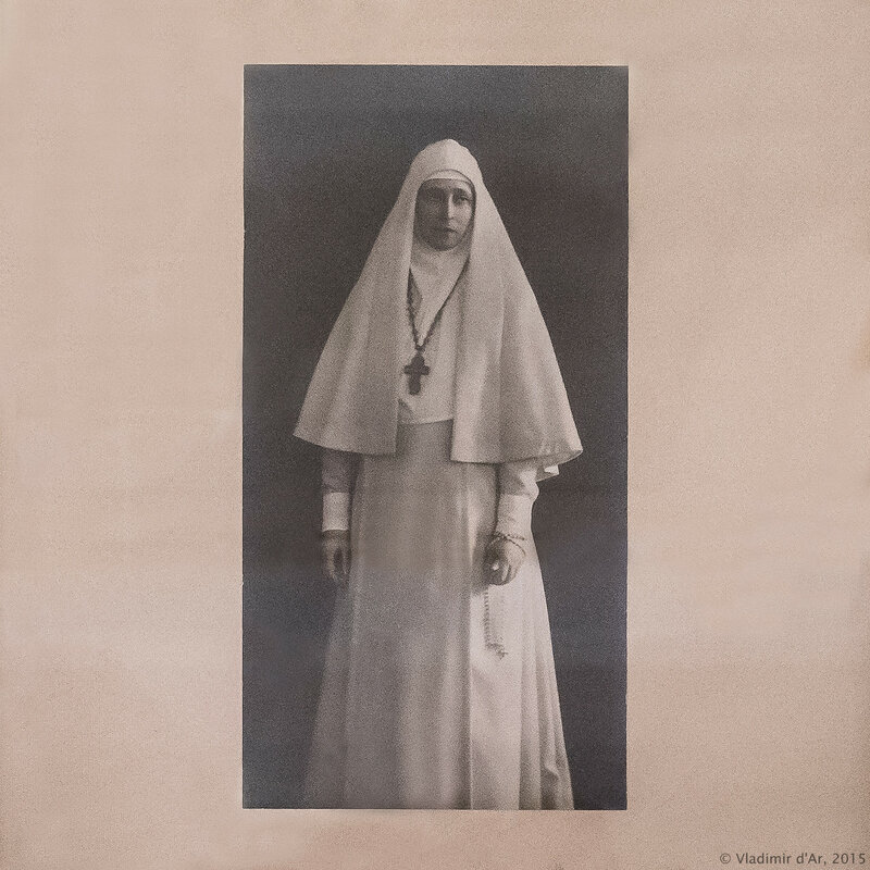 Настоятельница Марфо-Мариинской обители милосердия великая княгиня Елизавета Федоровна с четками. Фотография. 1913 г.