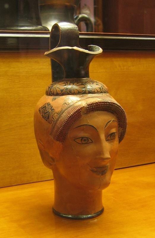 Ойнохоя в форме женской головы