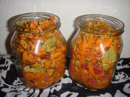 Говядина тушёная с грибами, морковью и оливками