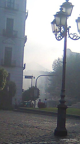 Демонстрация В Каве (дым на площади)