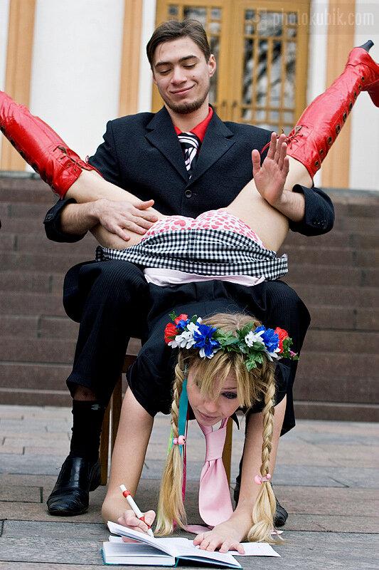 репортаж корпоратив  женское движение FEMEN против домогательств в ВУЗах Украины