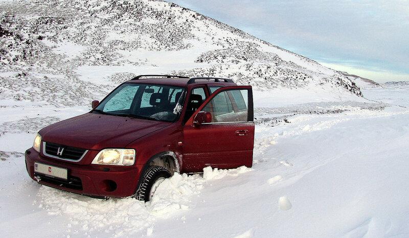 Не русская тройка - машина, водитель и лопата