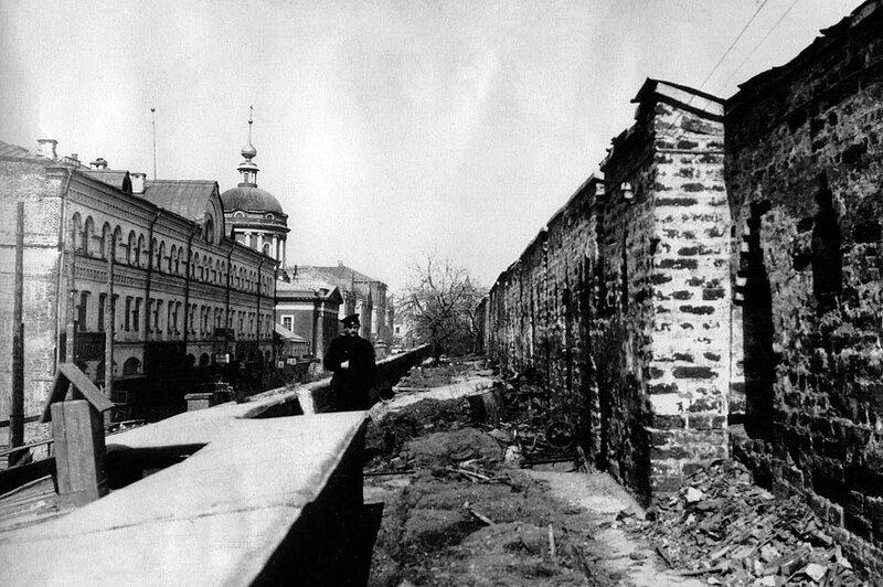 Боевой ход китайгородской стены. У церкви Иоанна Богослова под Вязом