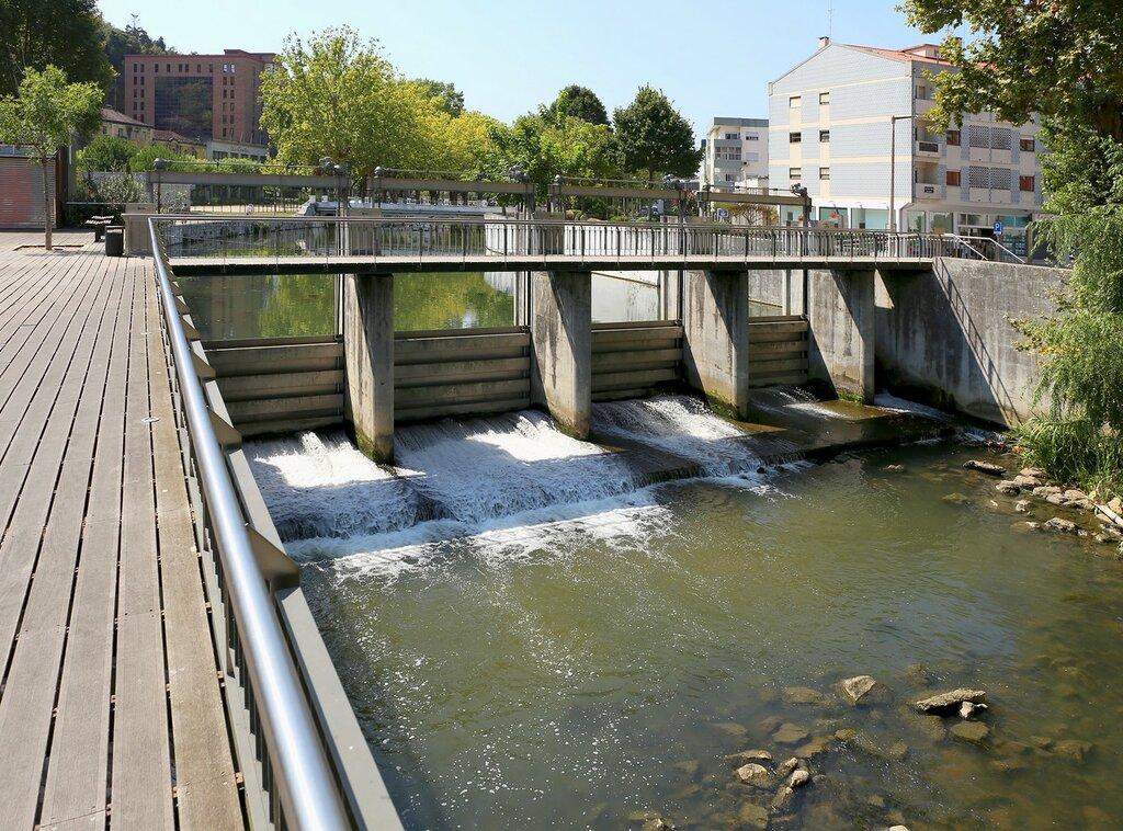 Лейрия. Плотина Фонте Кенти (Açude da Fonte Quente)