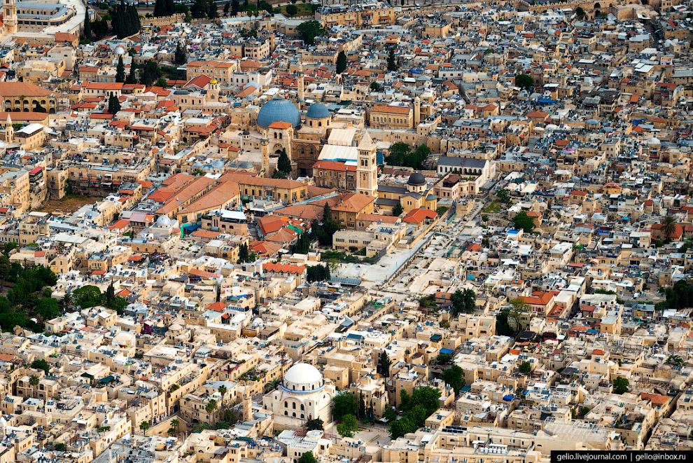 18. Площадь Старого города составляет менее квадратного километра, на этой территории компактно умес
