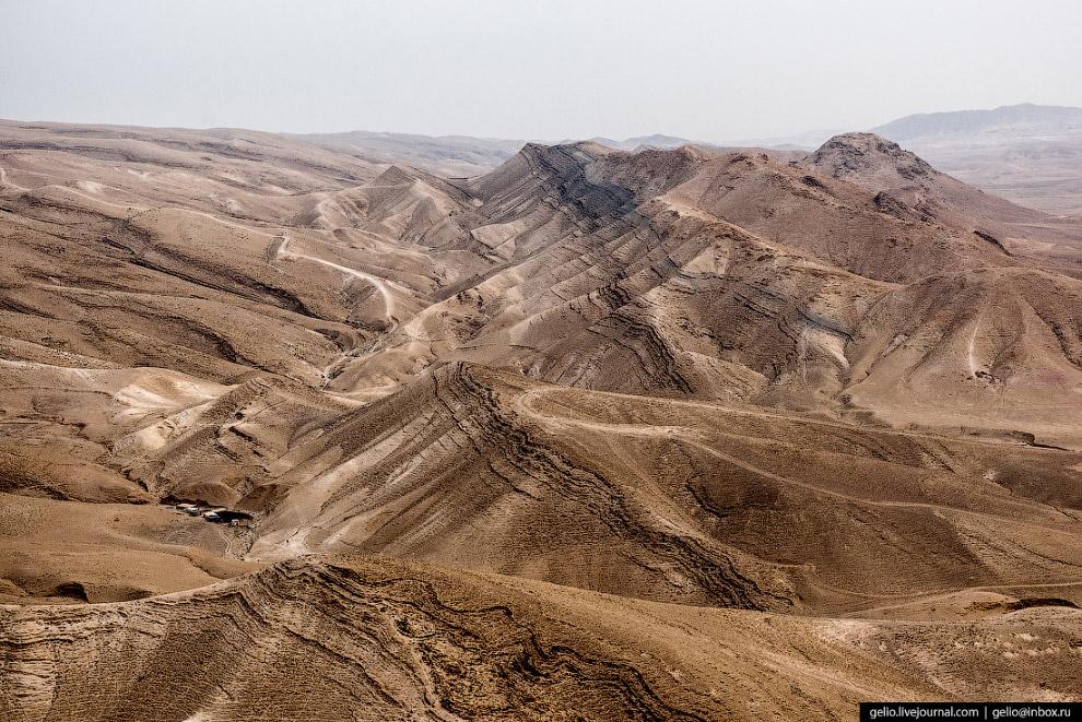 42.  Мёртвое море . Самое известное в мире солёное озеро и одно из самых солёных. В л