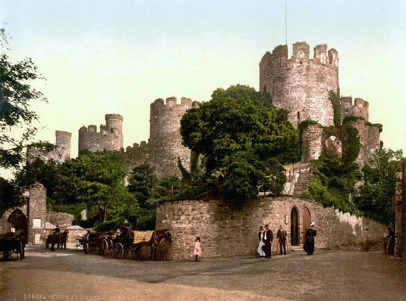 13. Конуи, вход в замок