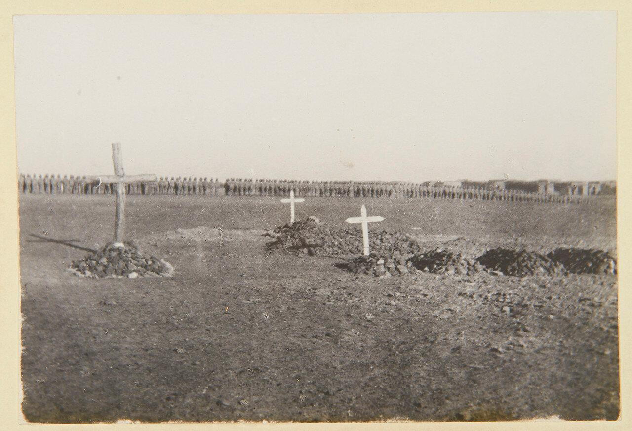 3 сентября, Омдурман. Могилы капитана Гая Калдекотта из Королевского Уорикширского полка и офицеров 21 уланского полка