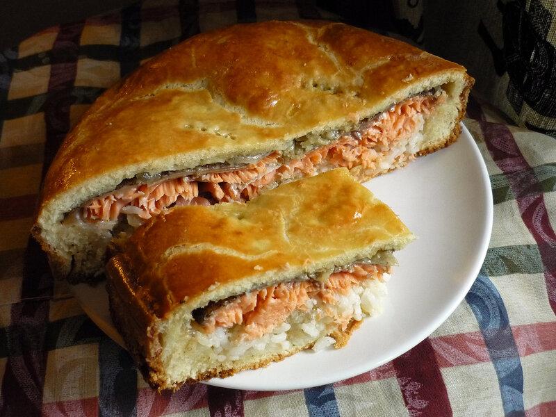 Пирог с  форелью из блинной муки