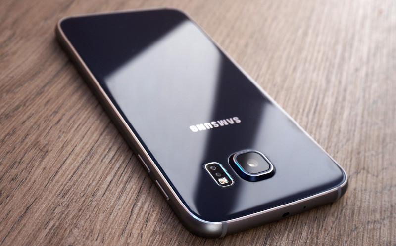 Отечественным корпоративным клиентам смартфоны Samsung обойдутся в рубль