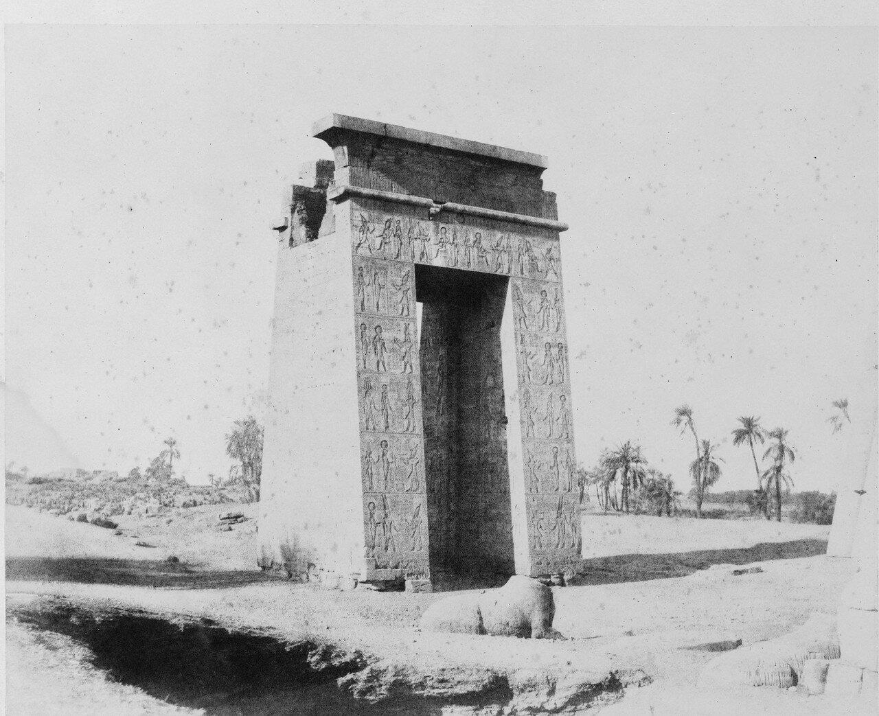 Карнак (Фивы). Большие южные врата. 1858