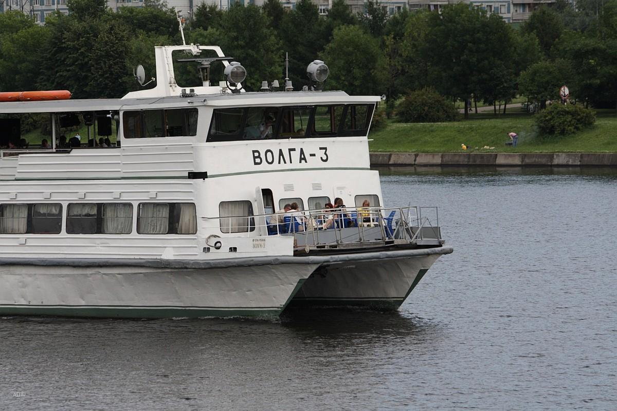 Теплоход-катамаран «Волга-3», базируется на причале Марьинский парк (ЮВАО г. Москвы)