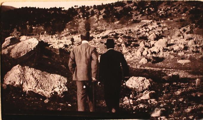 Гости семьи князей Юсуповых за осмотром места обвала камней в имении князей Юсуповых