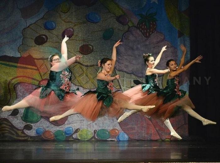 Как отмечает сама балерина, танцы помогают ей справляться с множеством комплексов, которые появляютс