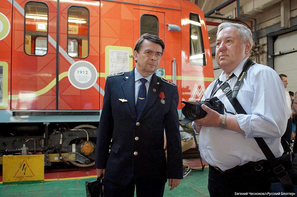 Весна. Поезд 80 лет метро. 13.05.15.23..jpg