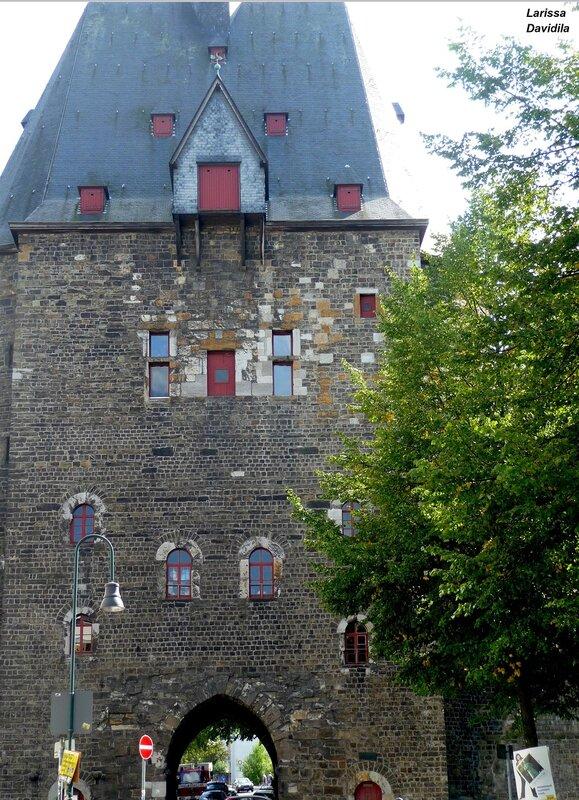 Старинные ворота города.