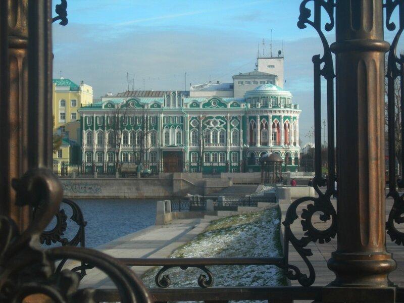 дом Севастьянова (а также профсоюзов,.. резиденция Президента РФ на Саммите ШОС,.. и еще много чего там было за его историю)
