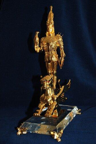 Алтын адам (золотой человек).