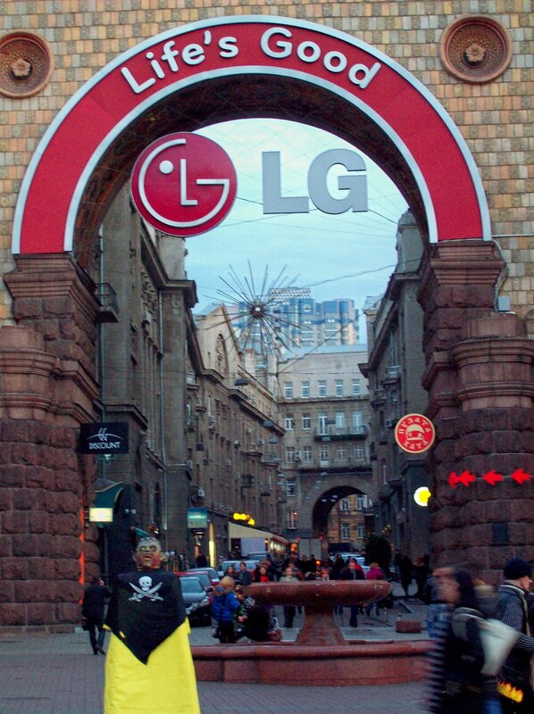 Реклама LG на Крещатике