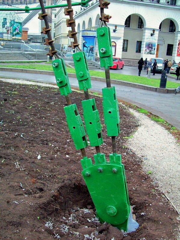 Крепление растяжек главной елки Киева