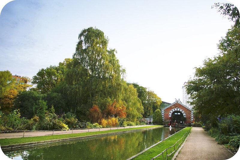 Вид от входа в парк