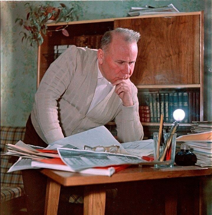 Виталий Лагутенко — советский инженер-строитель, автор проекта жилых домов серии К-7 (неофициально называемых хрущевками) Фридлянд.jpg