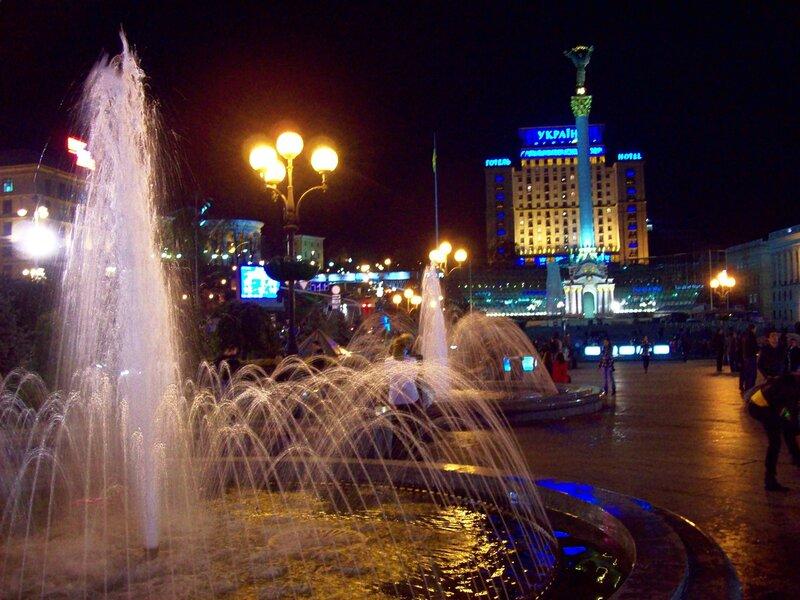 Фонтаны Киева ночью