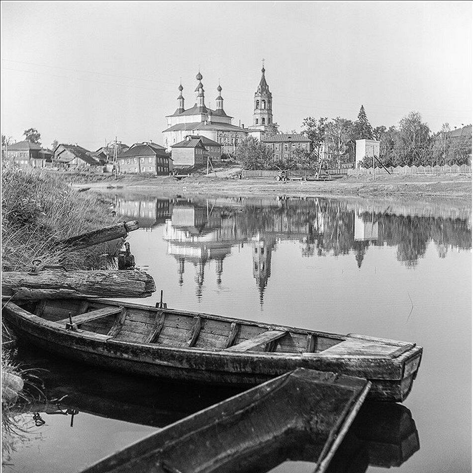Лодки на реке Костроме