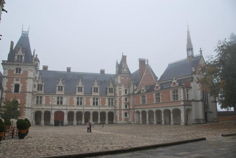 Пламенеющая готика. Крыло Людовика XII (1498-1503) и Часовня Сен-Кале.