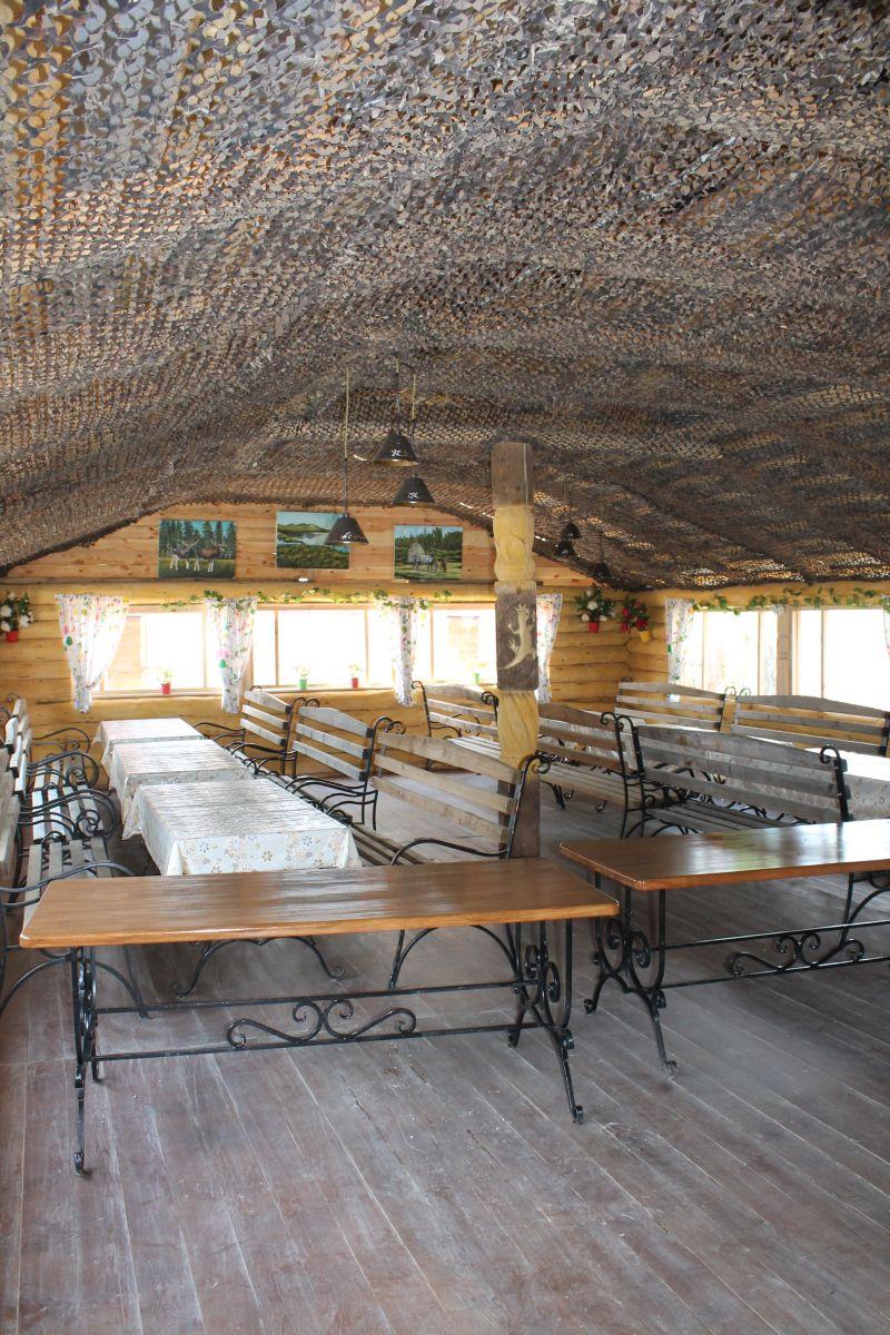 В кафе есть просторный зал для проведения мероприятий в теплое время года. (09.06.2015)