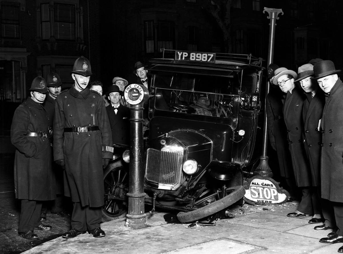 Автомобильные аварии в Лондоне и его окрестностях на фото 1-й половины 20 века (0)