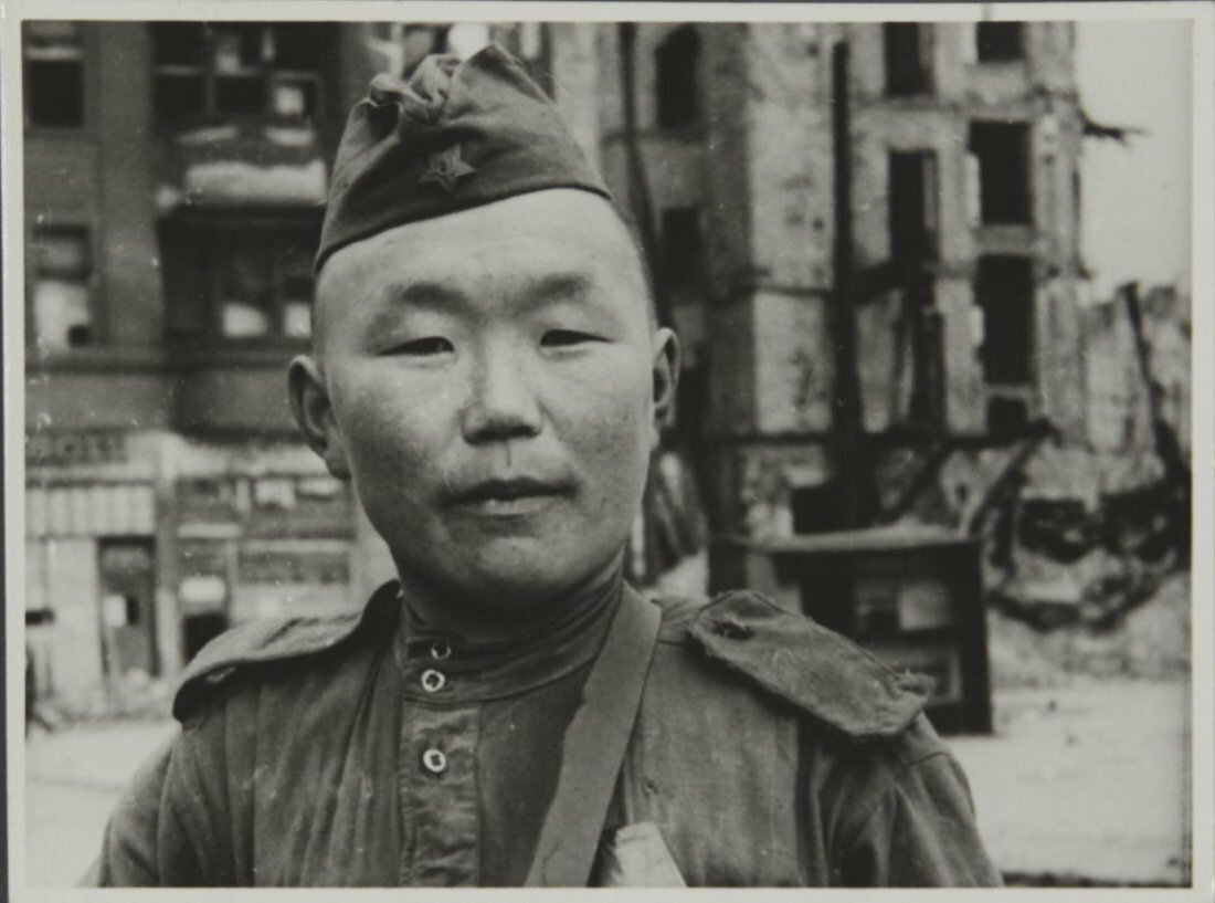 1941-45. Евгений Ананьевич Халдей. Солдат