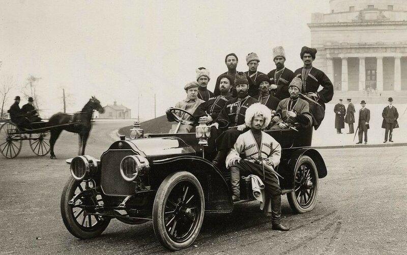 Кавказцы на джипе 100 лет назад.jpg