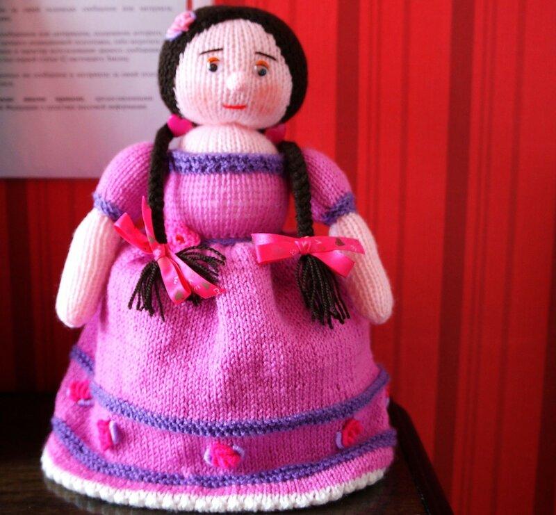 Кукла-грелка София на чайник