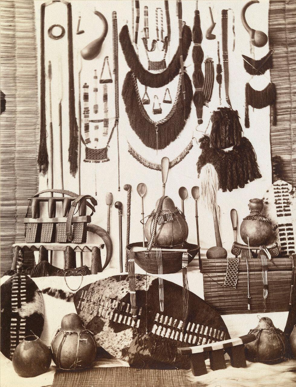 Предметы, принадлежащие  зулусам, включая оружие, украшения и бытовые вещи