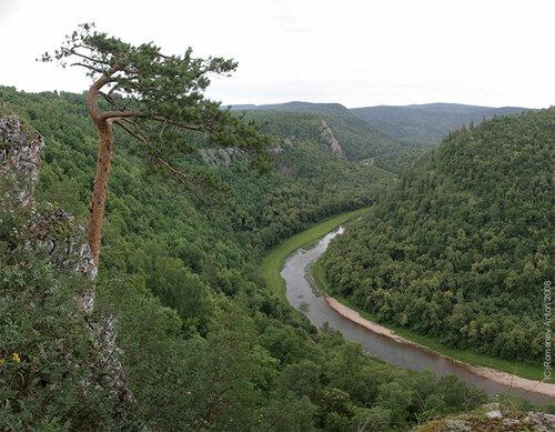 Урал. Башкирия. Река Нугуш. Типичный уральский вид