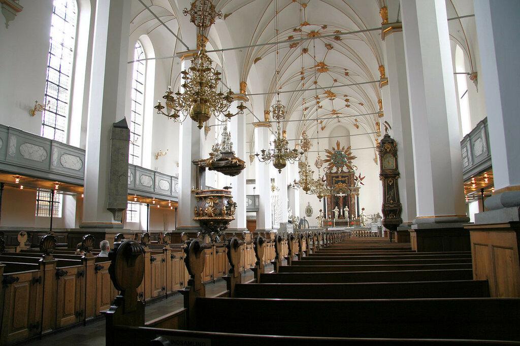 1280px-Trinitatis_Kirke_Copenhagen_interior_north_side.jpg