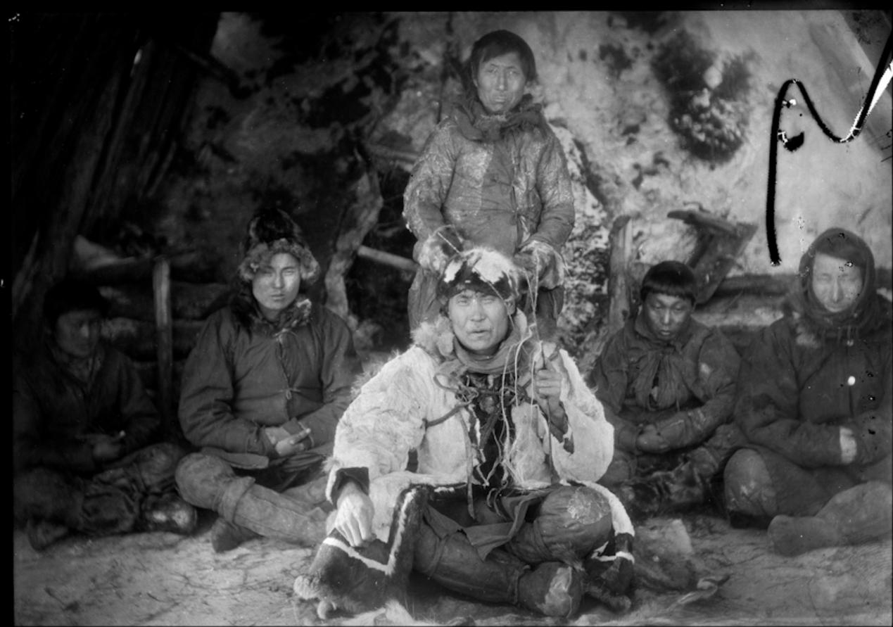 Якутский шаман с пятью якутами