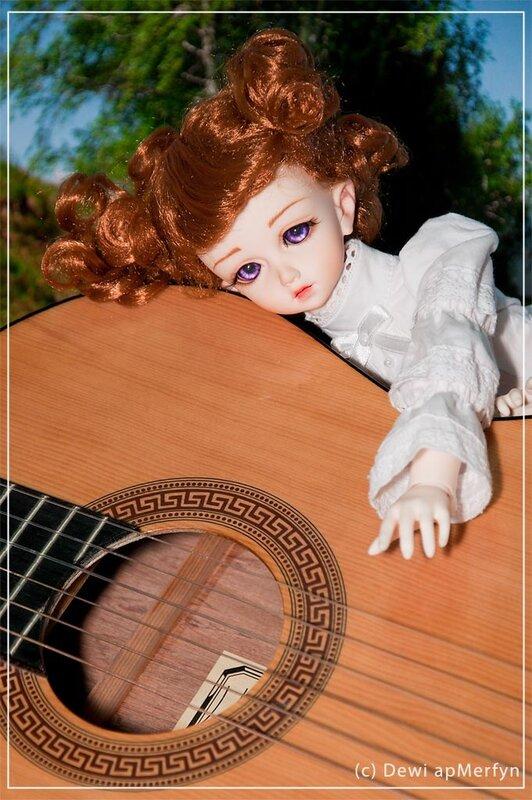 Изгиб гитары желтой...