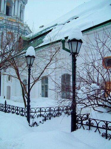 Фонари на Соборной площади Печерской лавры