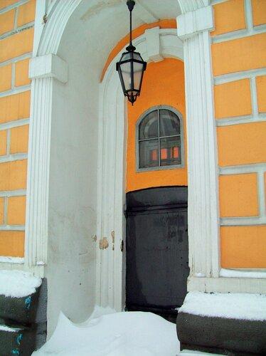 Дверь большой лаврской колокольни