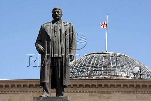 http://img-fotki.yandex.ru/get/4009/na-blyudatel.17/0_25fe1_f5a01218_L height=333