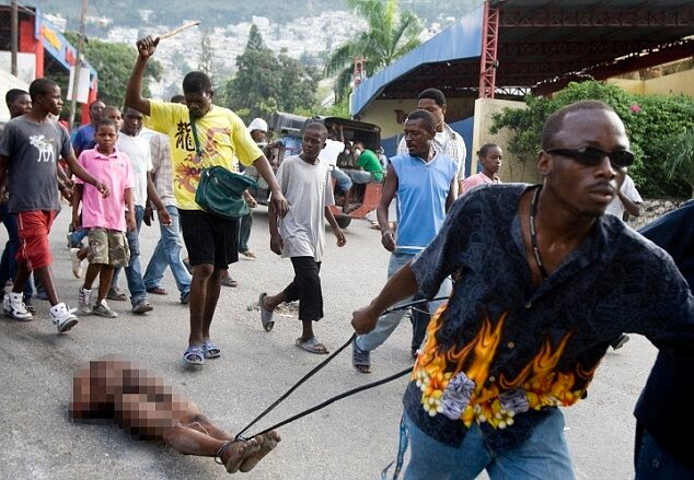Анархия на Гаити A man is lynched by a mob after he was accused of robbery in Petionville