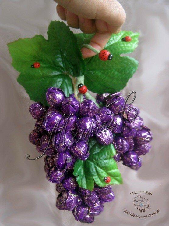 Гроздь винограда из конфет пошаговое видео