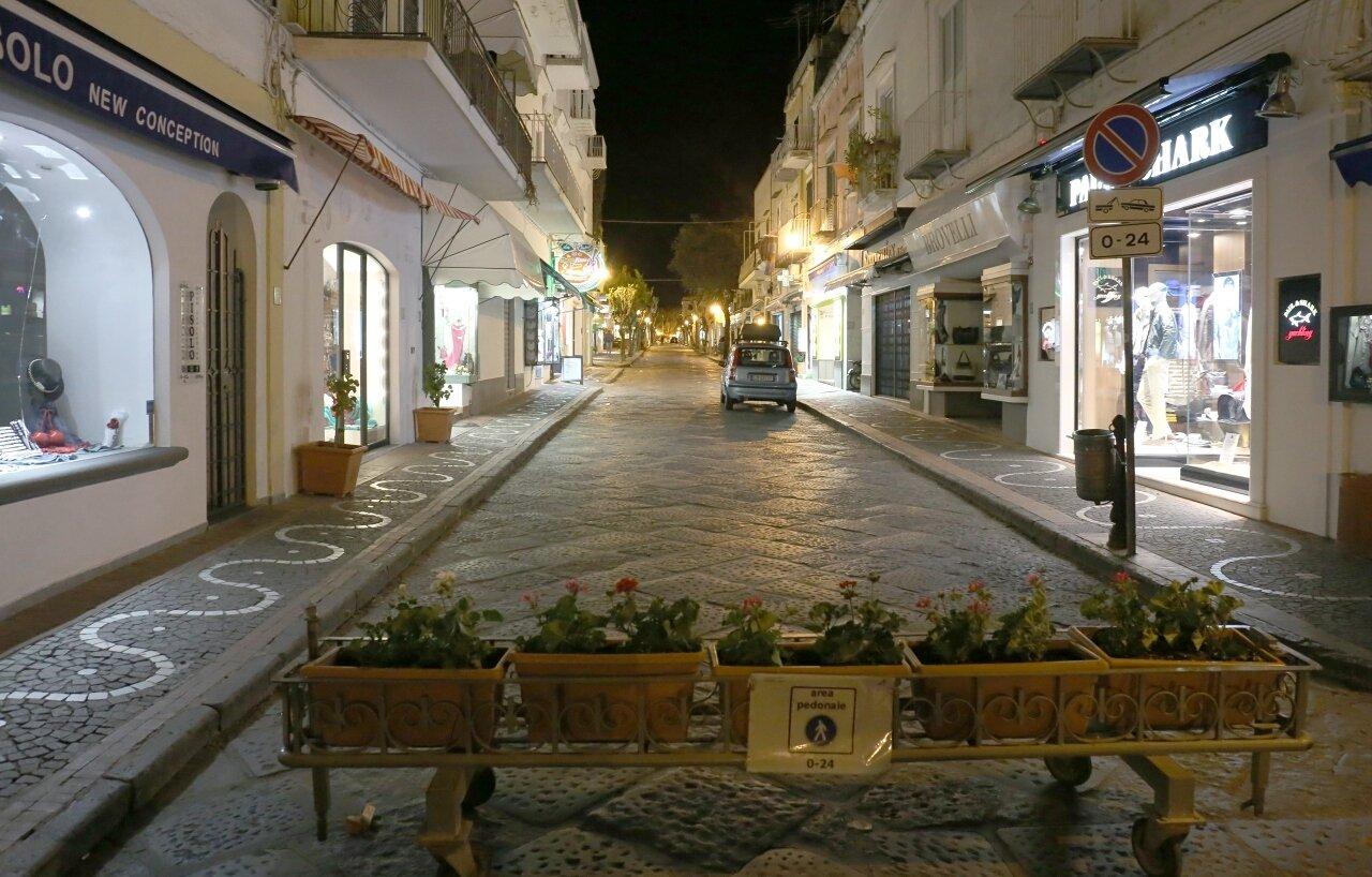 Искья-Порто ночью