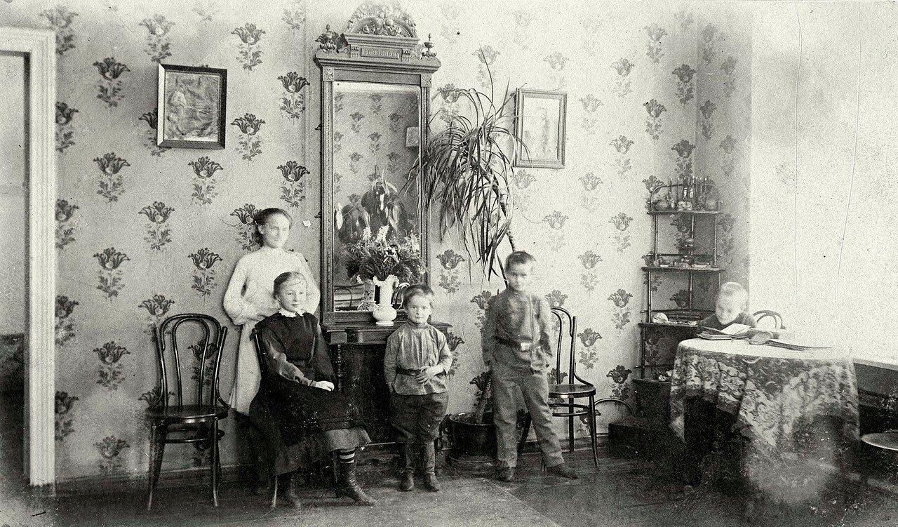 Фрагмент гостиной в доме Проскуряковых